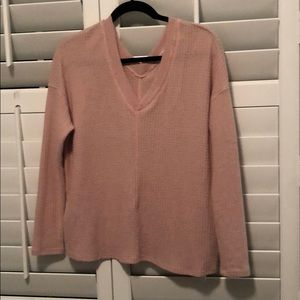 Long sleeve thermal V neck top. Blush color.
